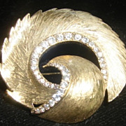 Vintage White Rhinestone  Gold tone Brooch Pin