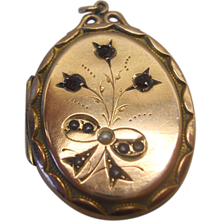 Gold Locket - with seed pearls and garnets - victorian - Art Nouveau