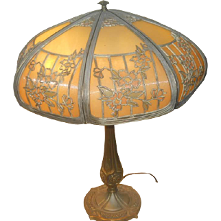 Bradley & Hubbard Arts & Crafts - Art Nouveau lamp-signed shade