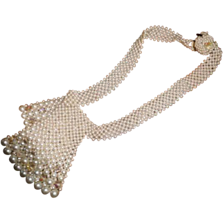 Pearl costume piece in very good condition - sort of bib necklace