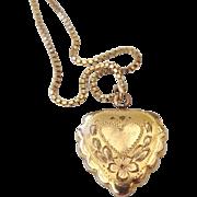 SALE 1940s La Mode 12k Gold Filled Engravable Locket, Top Hinged, Signed!