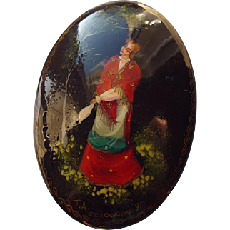 SALE Classic Vintage handpainted Russian Brooch, Wonderfully Detailed Portrait!