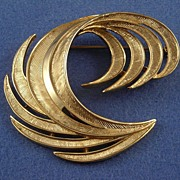Crown Trifari Gold-tone Feather Plume Pin Brooch