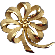 Crown Trifari Gold-Tone Ribbon Flower Pin Brooch