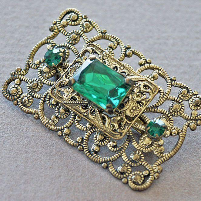 Deep Emerald Glass Stone Tiered Brooch Pin