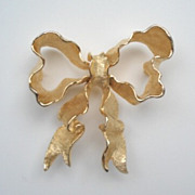 Premier Animated Signed CORO Crinkle BOW Brooch Pin