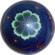Lundberg Studios Paperweight With Large Central Flower, Red Stars and The Ocean, Circa 1979