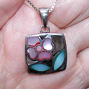 Vintage STERLING SILVER & Mother of Pearl Pendant - Floral Design