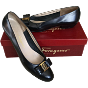 Salvatore Ferragamo Vintage Ladies Classic Black Leather Flats Size 9 1/2 AAAA