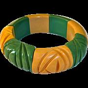 Carved Bakelite Green & Creamed Corn Stretch Bracelet