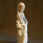 "Lladro ""Sitting Girl with Lilies"" Porcelain Sculpture  #4972"