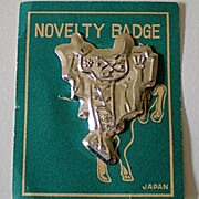 Child's Tin Novelty Badge Pin Western Saddle Mint On Card