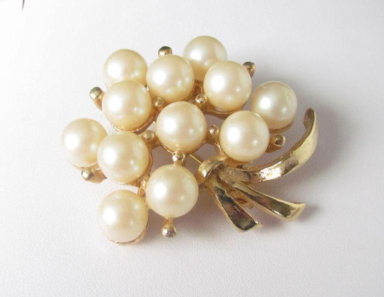 Vintage Large Floral Faux Pearls Brooch Pin
