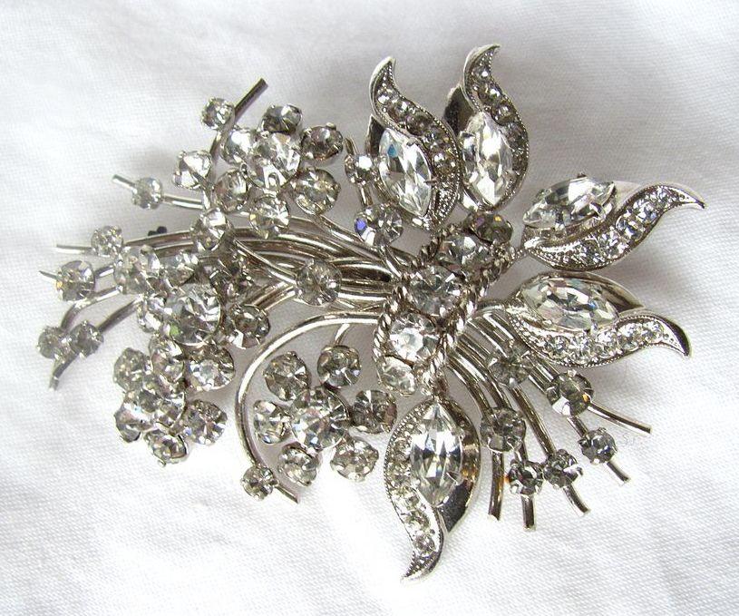 Superb Floral Brooch with Rhinestones