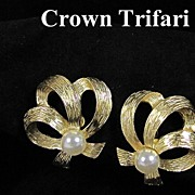 REDUCED Pretty Crown Trifari Simulated Pearl Earrings