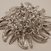 REDUCED Beautiful Vintage Brooch with Rhinestones in Silver-Tone