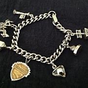 Silvertone metal souvenir charm bracelet of Williamsburg, Virginia