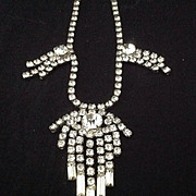 Sparkling vintage rhinestone necklace with stunning drop