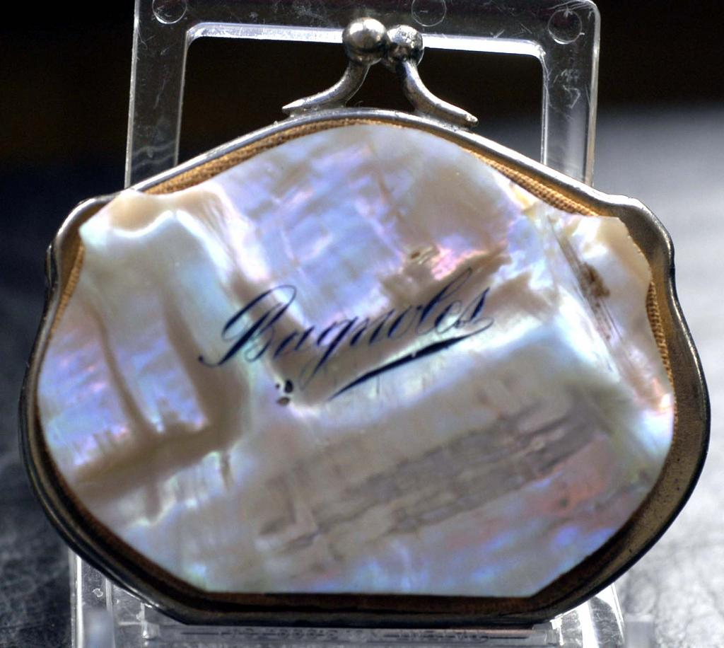 """Antique French Mother of Pearl Coin Purse """"Bagnoles"""" c1880"""