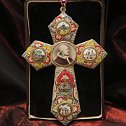 Micro Mosaic cross with original photos of the Pope Pius X and Roman sights, early 20th centur