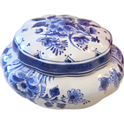 Beautiful Royal Delft biscuit box, 1st half 20th century