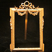 French gilt bronze picture frame with rose garlands, 19th century