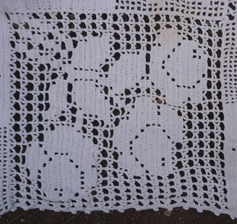 Romantic Roses Quilt Blocks Pattern White Crochet Bedspread from ...