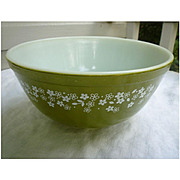 Pyrex Spring Blossom Green Beaded Edge Nested Mixing Bowl 403 2 ½ Qt
