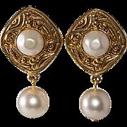 CHANEL Gripoix Glass Pearl Dangle Earrings 1980s