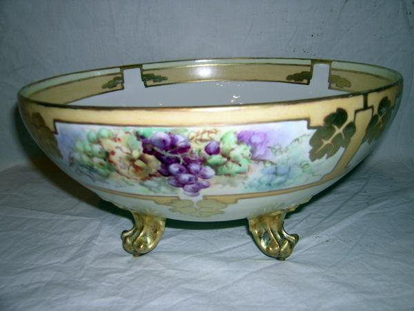Hand-painted Porcelain Limoge Punch Bowl by Tressemann & Vogt, Mark 7( 1892-1907 )