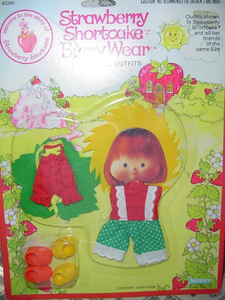 Strawberry Shortcake Berry Sunny/ Berry Patch Wear *MINT **NRFB