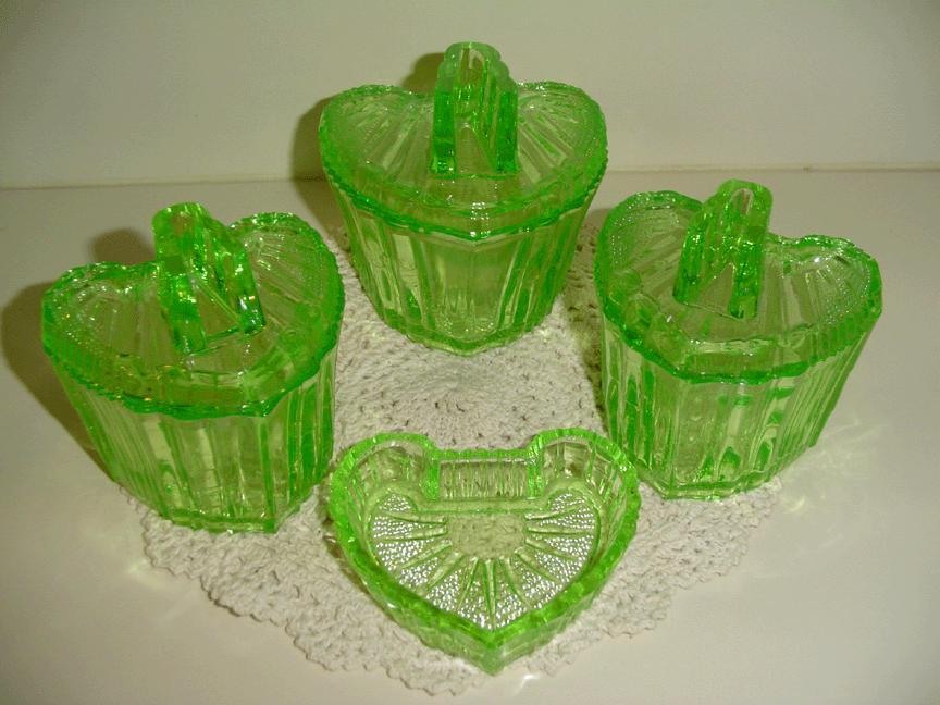 S Reich Deckeldosen - Boxes German Deco Heart  Uranium Glass Boxes