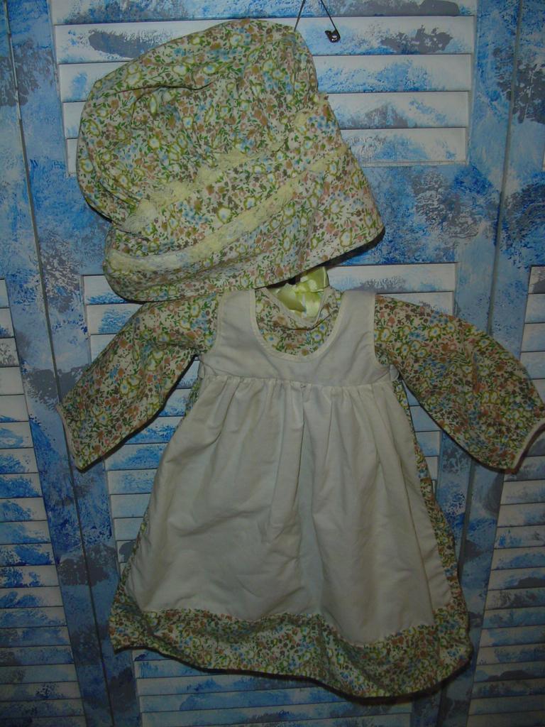 Knickerbocker Holly Hobbie Heather Dress & Bonnet