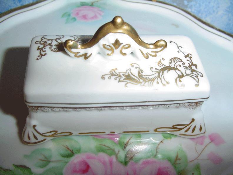 'Candrea'  Porcelain  Stamp Box