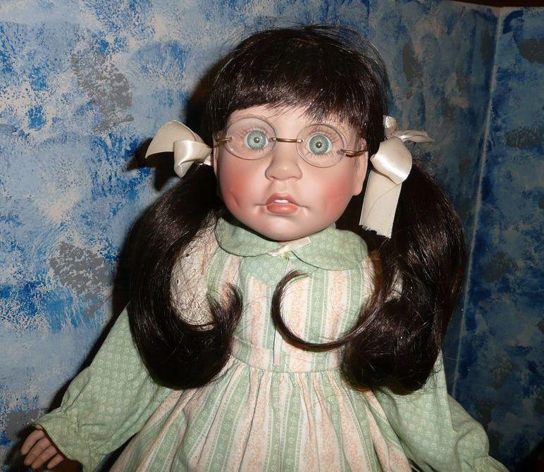 """Lee Middleton """"SINCERITY- School Girl"""" Doll 1989 *NIB **Retired"""