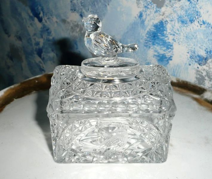 Beautiful Pressed Glass Dinging Bird  Dish with Lid