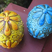 Egg Figurines in Flower Power  Relief Decor