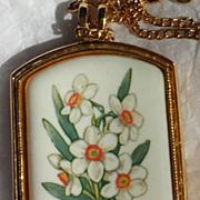 Avon Floral Heritage December Narcissus Porcelain Pendant Necklace