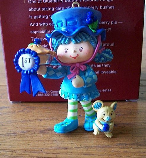 Carlton Heirloom Blueberry Muffin Ornament