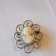 Vintage Cameo Brooch / Pin