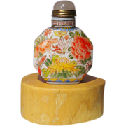 Attractive Chinese Snuff Bottle enameled Porcelain
