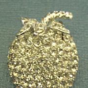 Sparkling Vintage Weiss Rhinestone Strawberry Brooch