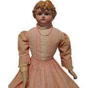 "Beautiful 21"" Holz-Masse lady with molded hair and beautifully painted eyes."