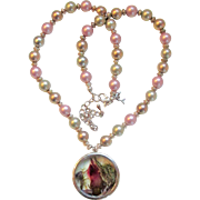 Tridacna Clam Shell Pearls Necklace with Handmade Flower and Resin Pendant