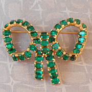 Vintage KRAMER Green Emerald Cut Rhinestone Bow Brooch Goldtone Setting