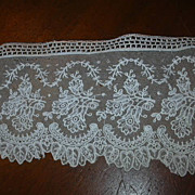 Old White Lace Wide Edging Piece