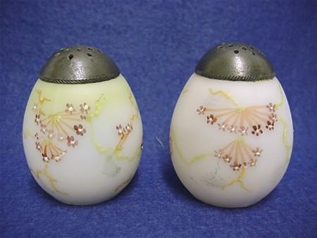 Salt and Pepper Set Mt. Washington Shakers Egg Shaped