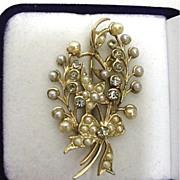 Art Nouveau Brooch or Pin Delicate Floral Design