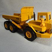 Die Cast Caterpillar Model D350D Articulated Dump Truck