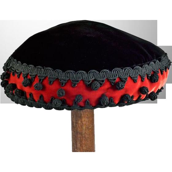 Exotic Vintage Red and Black Beret